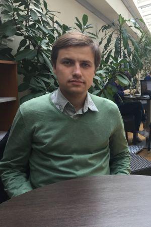 Marijuš Antonovič sitter i en liten sal på Vilnius universitet