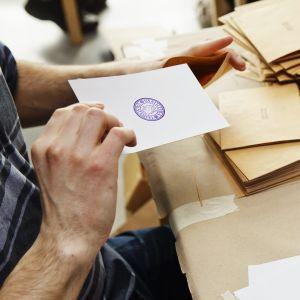 Räkning av förhandsröster under kommunalvalet 2017.