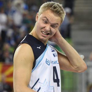 Finlands Urpo Sivula och Lauri Kerminen efter matchen mot Slovenien.