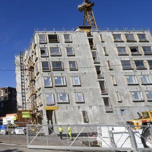 Byggarbetsplasts i Helsingfors där en person omkom och en skadades.