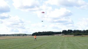 Drönare landar på flygfältet i Degerby