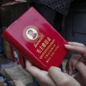 Omtryck av Maos lilla röda, en samling citat från Mao Zedong som spelade stor roll under kulturrevolutionen.