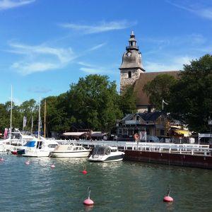 Nådendals hamn och klosterkyrka.