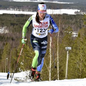 Krista Pärmäkoski åker under FM 2021.