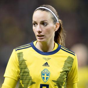 Kosovare Asllani i den svenska landslagströjan.