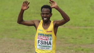 Robel Fsiha löper i mål i terräng-EM.