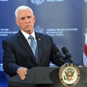 Mike Pence håller presskonferens om Turkiet-Syrien eldupphör 17.10.2019.