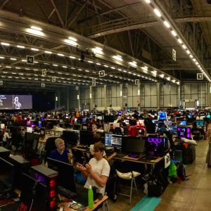 Spelare som sitter vid sina datorer på Assembly Summer 2019
