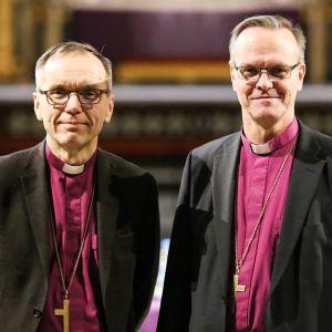 Ruotsinkielisen Porvoon hiippakunnan piispa Björn Vikström ja Espoon hiippakunnan piispa Tapio Luoma.