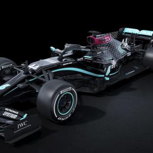 Mercedes ommålade bil.
