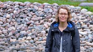 Kajsa Rosqvist vid biofiltreringsområdet i Månsasparken.