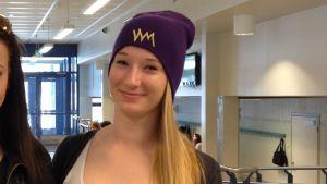 Anna Friman och Lisa Boström är nöjda med sin högstadieskola, trots att där är trångt.