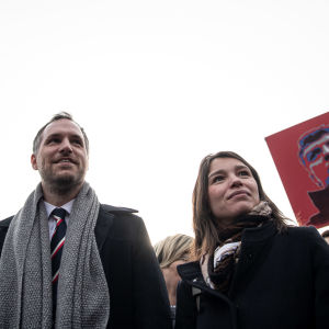 Zdenek Hrib på Boris Nemtsovs torg i Prag tillsammans med Nemtsovs dotter Zhanna.