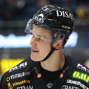 Jesse Puljujärvi i Kärpäts tröja.