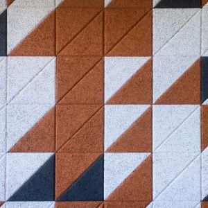 Ett mönster bestående av olikfärgade trianglar