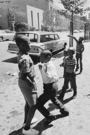 Svarta barn leker i Harlem, New York, 1969
