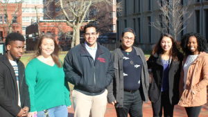 Jahkai Harrison, Jamie Frank, Janio Perez, Antonio Escarraman, Anna Williams och Naomi Gulama på campuset på Rutgers University.