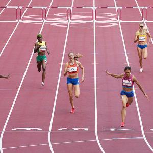 Sydney McLaughlin vinner damernas 400 meter häck.