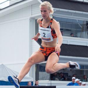 Camilla Richardsson löper hinder i FM 2017.
