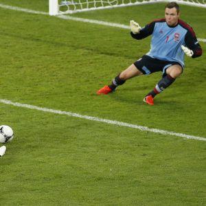 Lars Bender avgör mot Danmark.