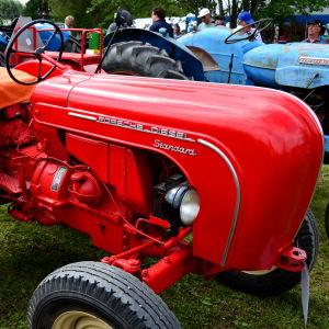 En traktor av märket Porsche