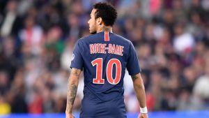 Neymar i PSG:s specialdesignade tröja.