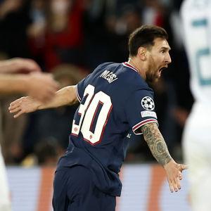 Lionel Messi firar mål.