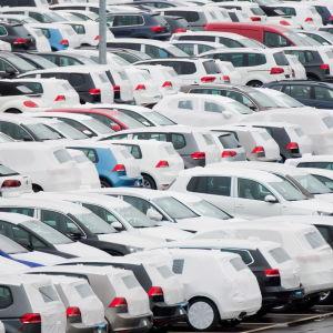 Nya Volkswagen-bilar nära Wolfsburg i Tyskland den 6 november 2015.