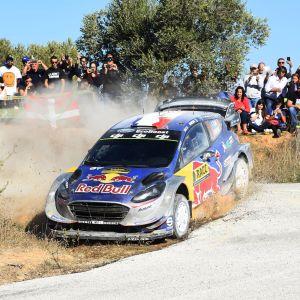 Sebastien Ogier tar ut svängarna i Katalonien.