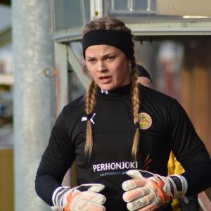 Jillian McVicker är målvakt i IK Myran.