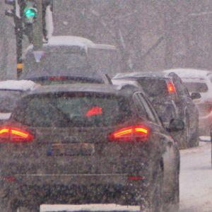 Trafik i snöfall