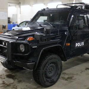 Polisens pansarbil.