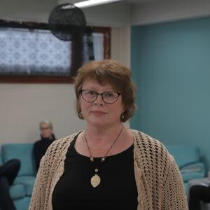 Eritysiopettaja Eija Heikkinen henkilökuvassa.