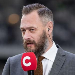 Olof Lundh i tv-sändning.