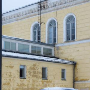 En del av Borgå gymnasiums fasad