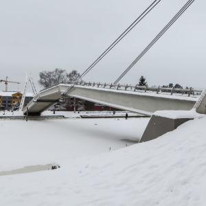 Gångbron i Borgå på vintern