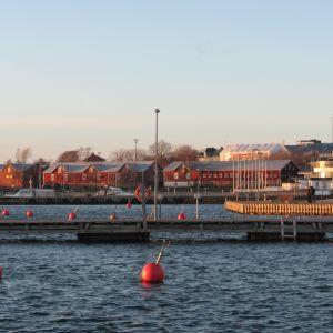 Östra hamnen i Hangö en solig höstdag