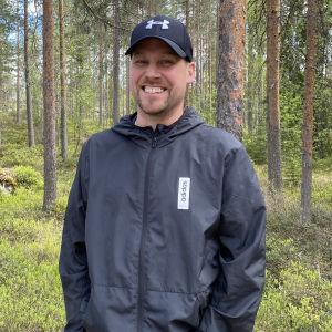 Kuvassa Kaustisen Pohjan Veikkojen hiihtojaoston puheenjohtaja Petri Känsälä