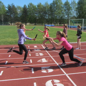 Kungsvägens skola i Sibbo tränar inför stafettkarnevalen 2016