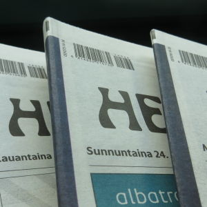 Kolme numeroa Helsingin Sanomia nipussa.
