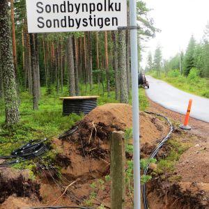 Vessönet och Borgå Energi gräver ned kablar i Sondby
