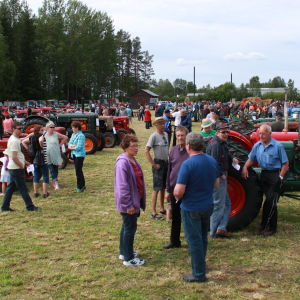 115 traktorer från olika årtionde stod uställda.