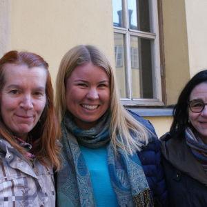 Tove Skrifvars, Linda Bäckman och Bianca Gräsbäck upplever Aurorakören som en ypperlig plats för att lära sig umgås och samarbeta med olika sorters människor. Sångarglädjen och kärleken till musiken förenar.