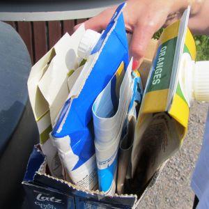 Mjölkburkar och annan kartong ska plattas ihop för att ta mindre utrymme i insamlingskärlen