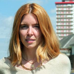 Stacey Dooley matkustaa Pohjois-Irlantiin tutustumaan puolisotilaallisten jengien uhreihin.