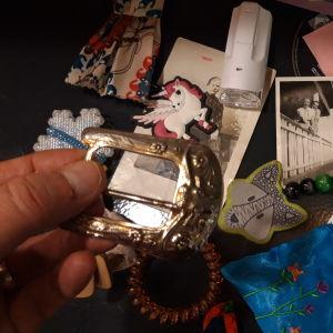 Nurmon kirjaston palautuskirjojen välistä on löytynyt vaikka minkälaisia pikkutavaroita