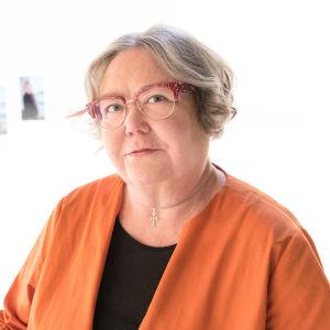 Irja Askola oli ensimmäinen suomalainen naispuolinen piispa.