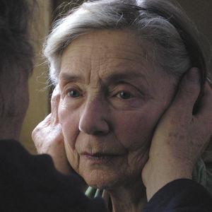 Närbild på Anne (Emmanuelle Riva).