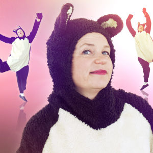 Minna Joenniemi tanssii Tanssivan karhun puvussa