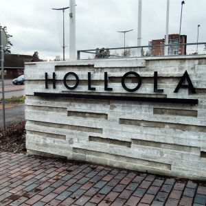 Kuva Hollolasta, edustalla Hollola-teksti